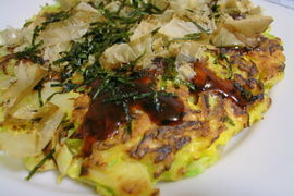 Okonomiyaki cooking 5 by yoppy.jpg